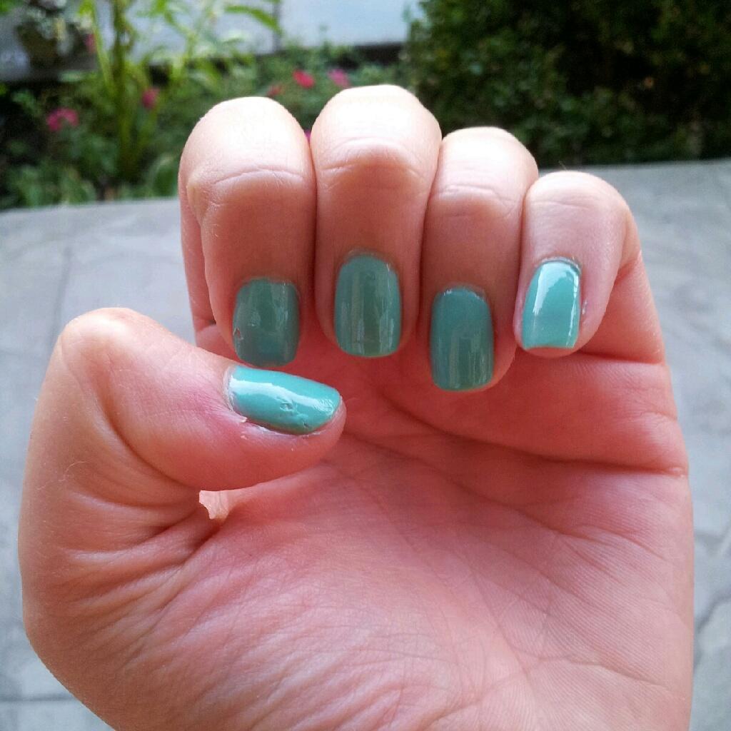 REVIEW: Essie Turquoise & Caicos