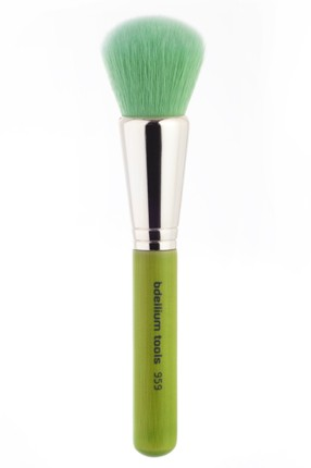 REVIEW: bdellium Tools Green Bambu Powder Blending Brush