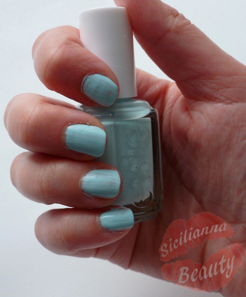 REVIEW: Essie Mint Candy Apple Nail Polish